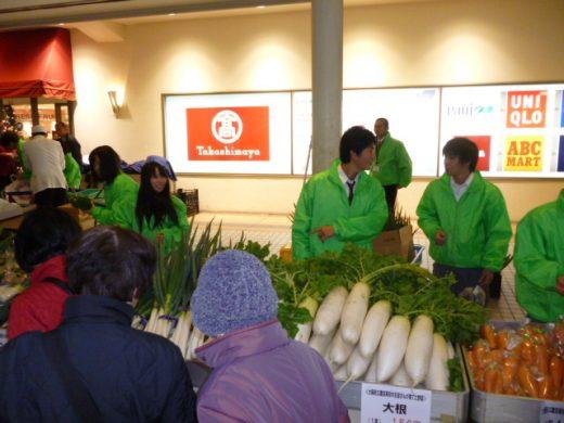 デパートでの野菜の販売