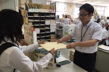和泉市教育委員会様に食育DVDをお渡しさせていただきました