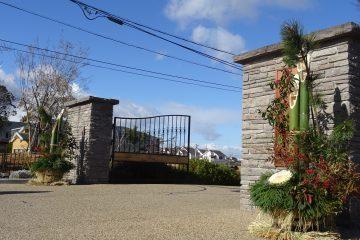 学校の正門に門松を設置しました!